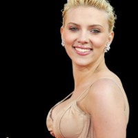 The-Island-Actress-Scarlett-Johansson-Shocked-By-Her-Own-Breasts-2