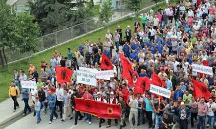 1433424729besa-protesta-maq