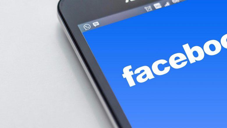 Facebook pergjon telefonat