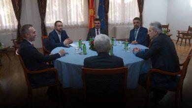 Photo of Ahmeti me nervozë i bie tavolinës: Turp tu vie na e morët fytyrën (VIDEO)
