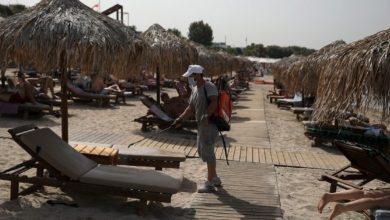 Photo of Greqia i ka hapur më se 500 plazhe, vizitorëve iu kërkohet t'i vendosin çadrat nga katër metra larg