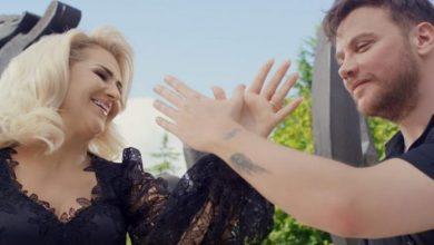 """Photo of Shyhrete Behluli dhe Sinan Akçil sjellin këngën e re """"Jam Shqiptar"""" (VIDEO)"""